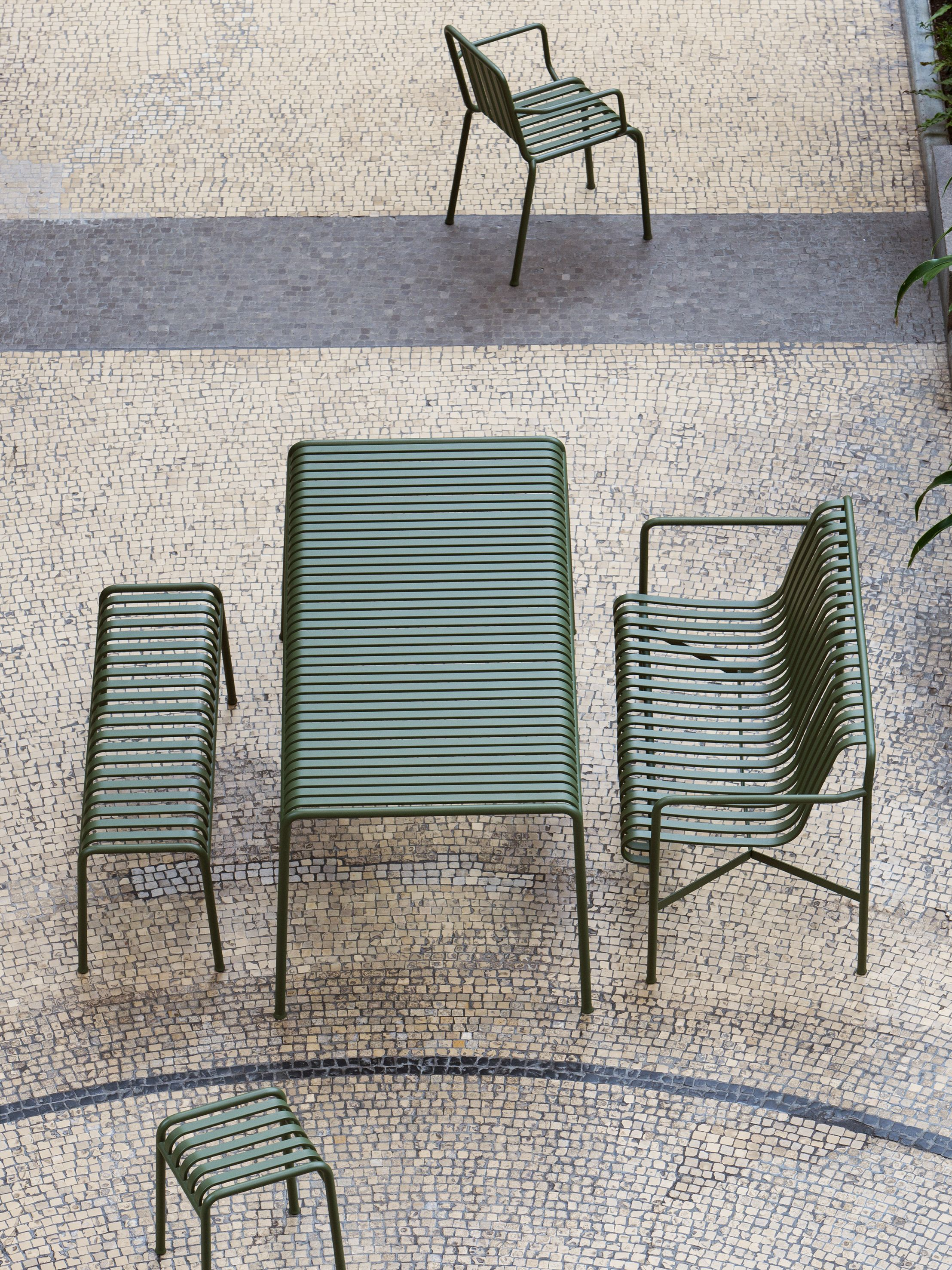 Outdoor Furniture: Metal Lawn Chairs Made Modern | La quinta ...