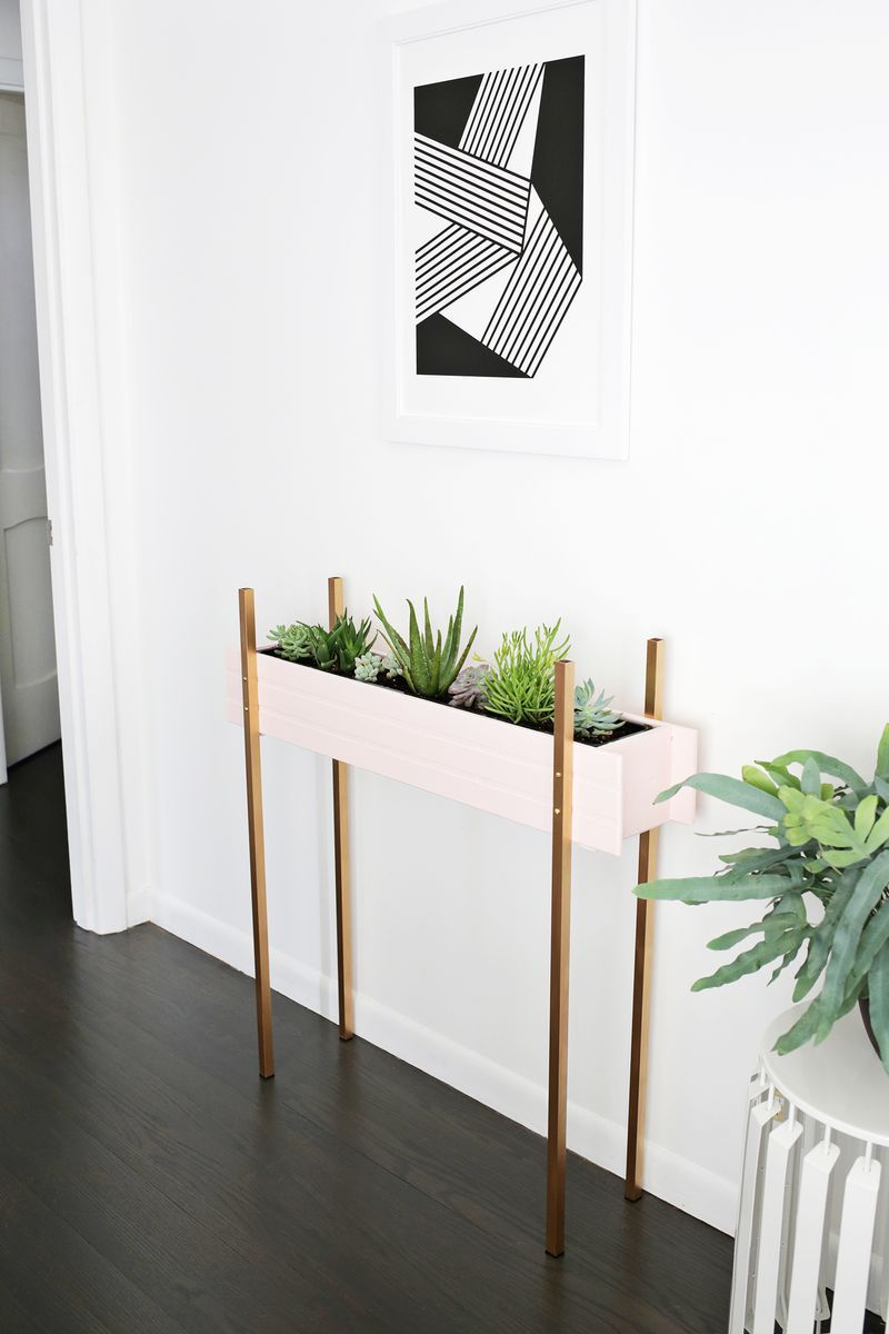 Skinny Planter Stand DIY (click through for tutorial) | DIY Things ...