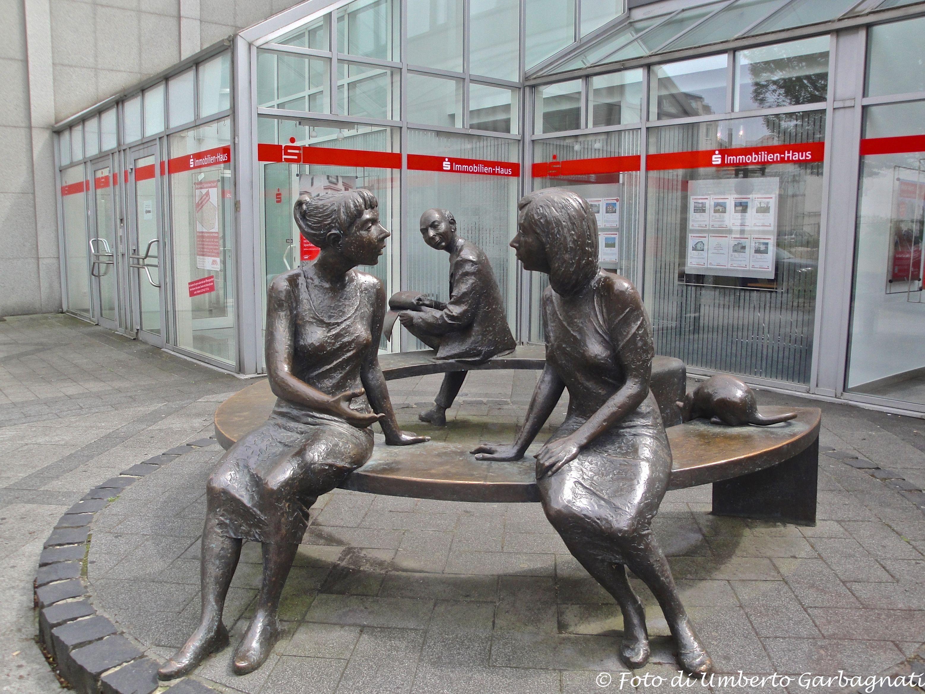 Panchina Rotonda : Panchina rotonda in bronzo con personaggi lippstadt d 28 06