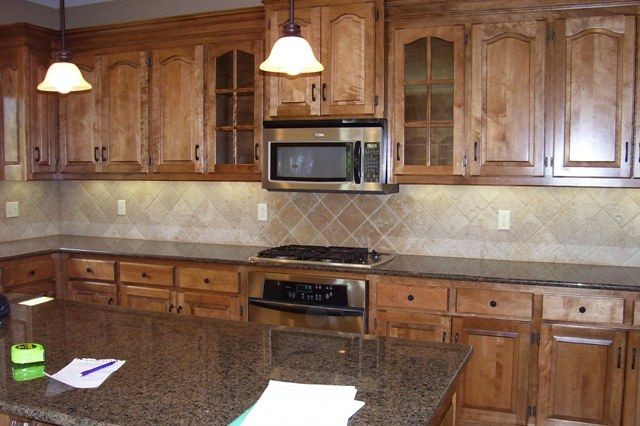 What color cabinets go with baltic brown granite anyone for Granite colors for black cabinets