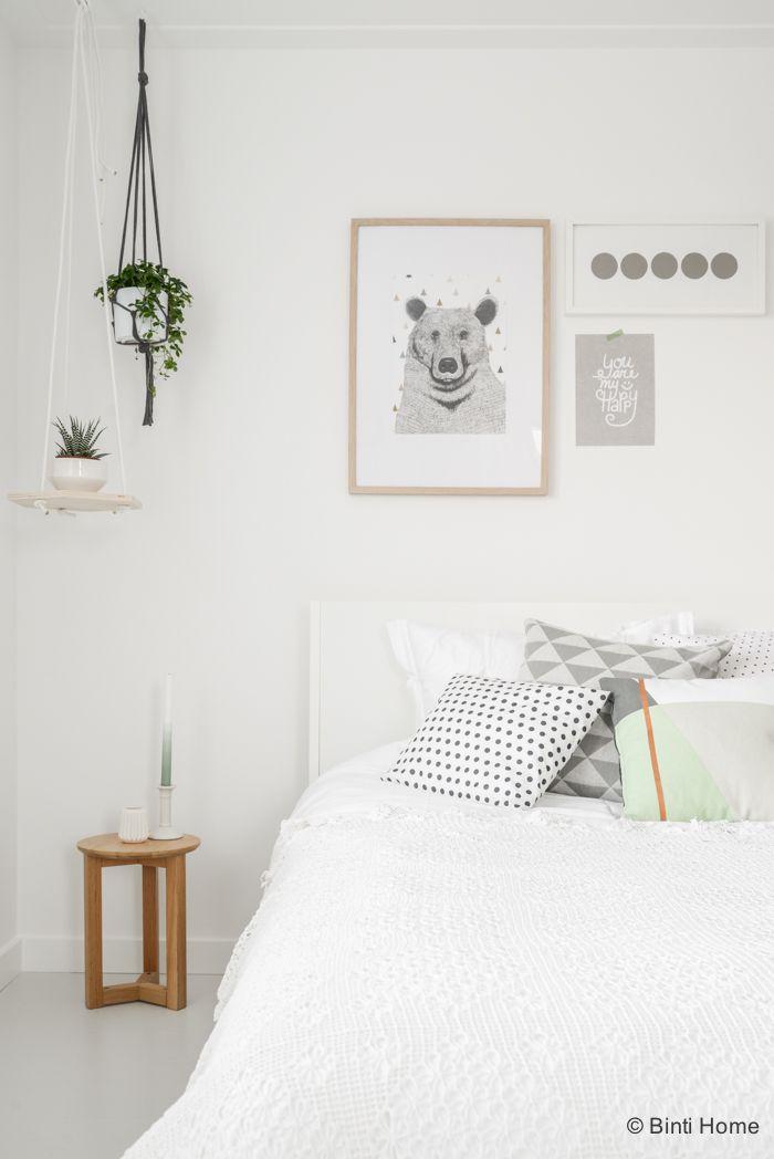 Styling van een romantische slaapkamer met zachte kleuren | Binti ...