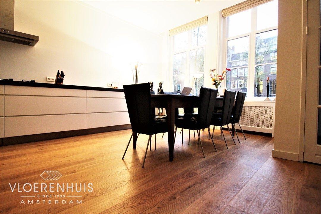 Houten planken vloer in een moderne keuken. onze projecten pinterest
