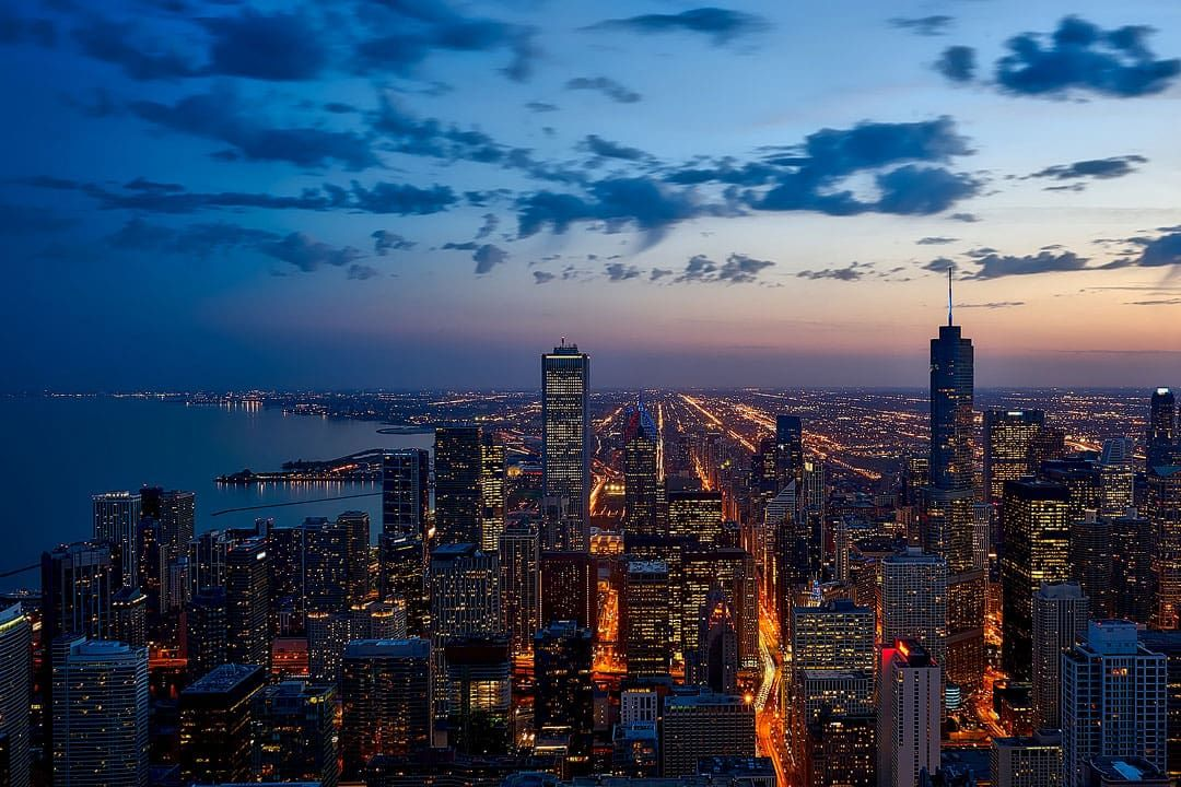 Chicago Illinois + Looking for fun new adventure in your greater backyard? Here are 101 USA places to visit to add to your bucket list // Local Adventurer #chicago #illinois #choosechicago #chicagohome #localadventurer #enjoyillinois #visittheusa