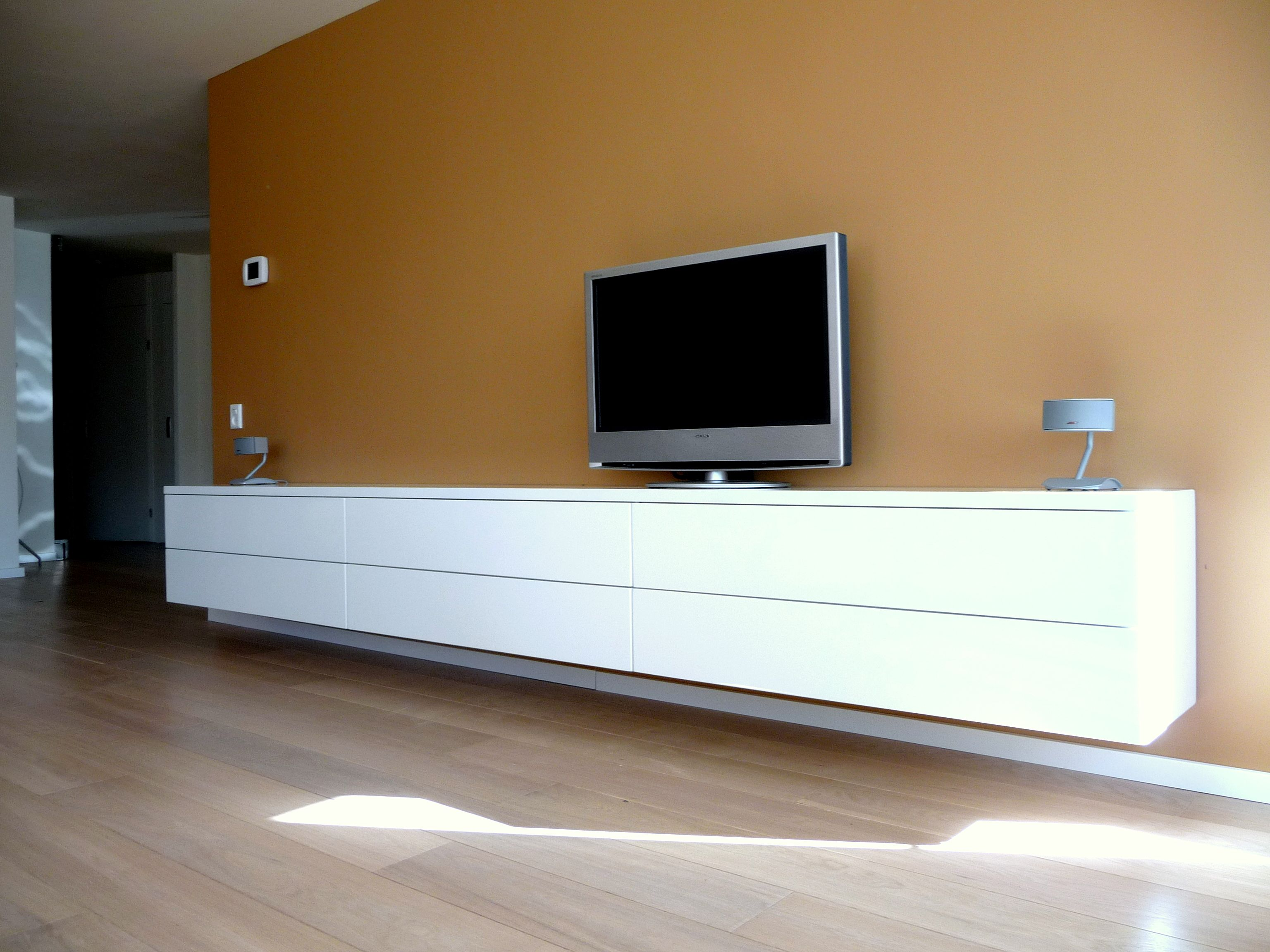 Zwevend hoogglans design dressoir tv meubel foto uit de for Tv dressoir hoogglans wit