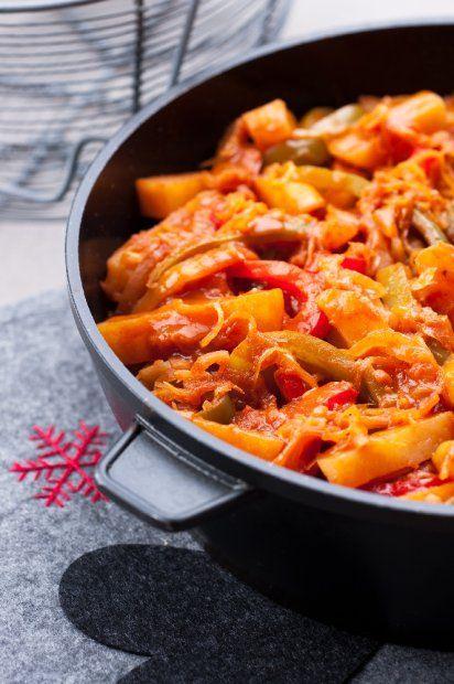 Po co brudzić kilka garnków, skoro można zrobić pyszne dania na jednej patelni? Proponujemy kilka ciekawych przepisów: z mięsem, rybą i warzywami. Patelnia w dłoń i do dzieła!