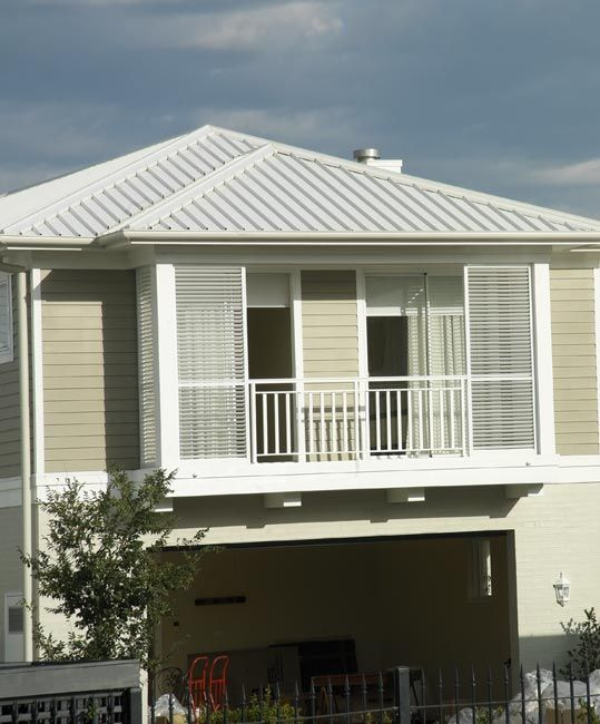 Roofing material: Stratco Topdek 700 - corrugated iron