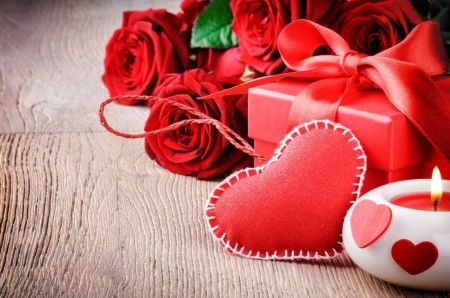Valentine background - background, romantic, candle, roses, red, heart, lovely, valentine, bouquet, beautiful, holiday, pretty, gift