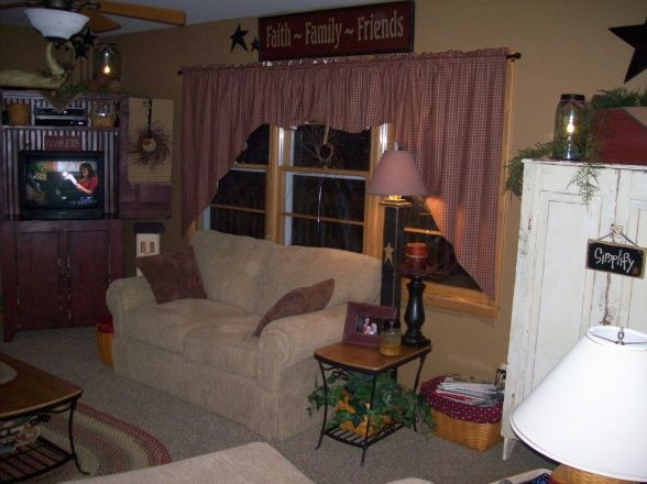 Our country primitive home we bought our 60s ranch a year - How can we decorate our living room ...