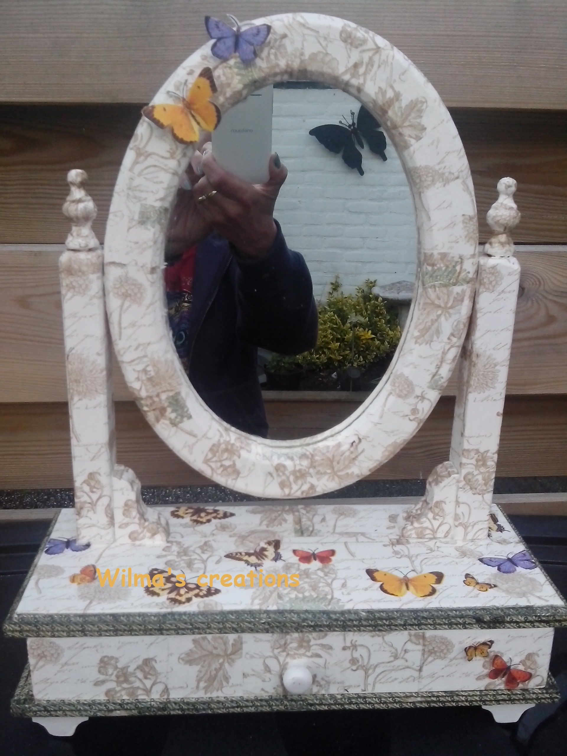 Mirror, decoupage. Wilma's creations.