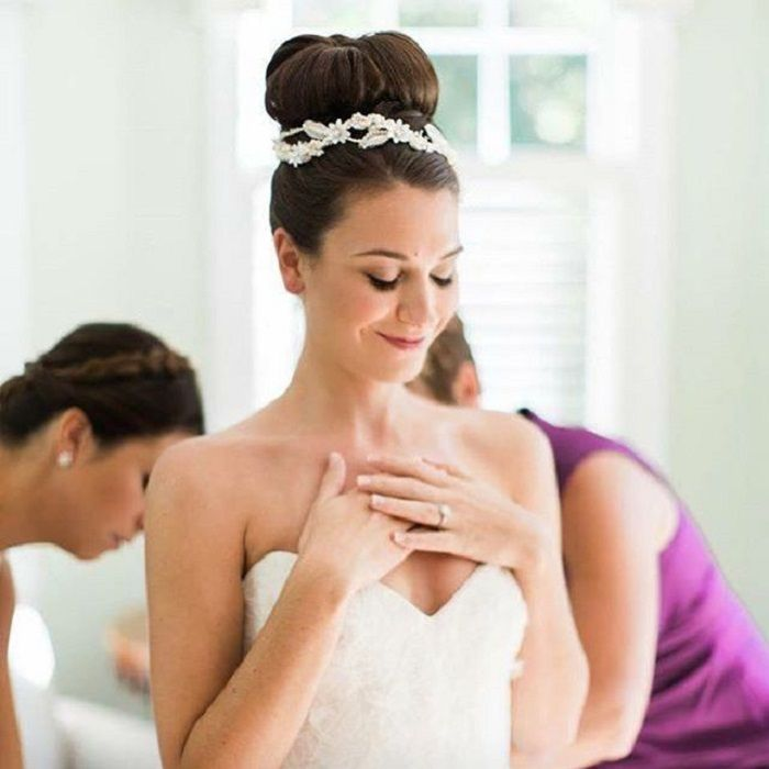 Top Knot Bun Wedding Hair | fabmood.com #bunweddinghair #topknotbun #weddinghair
