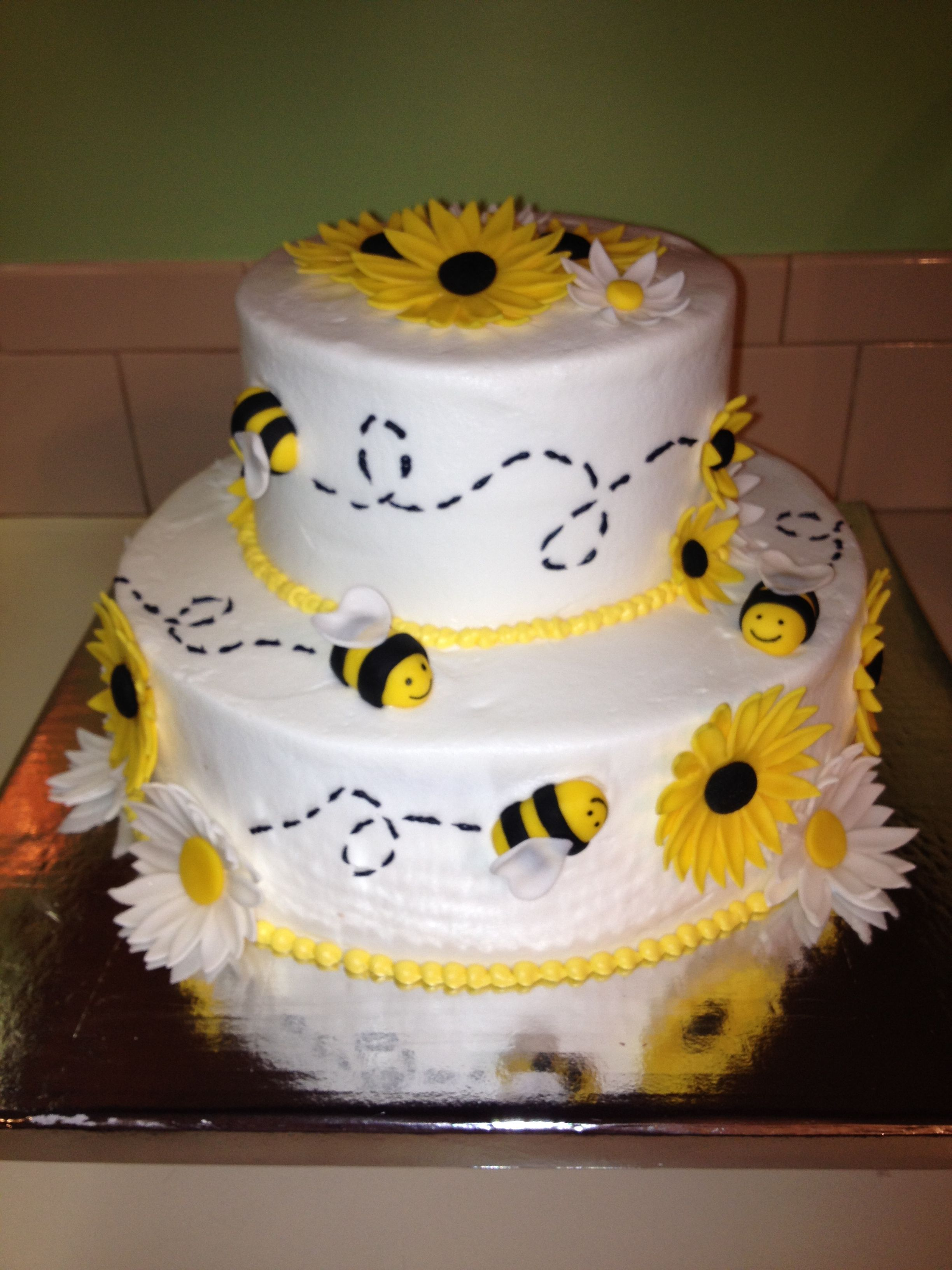 Bumble Bee Cake I Made Bee Baby Shower Cake Bee Birthday