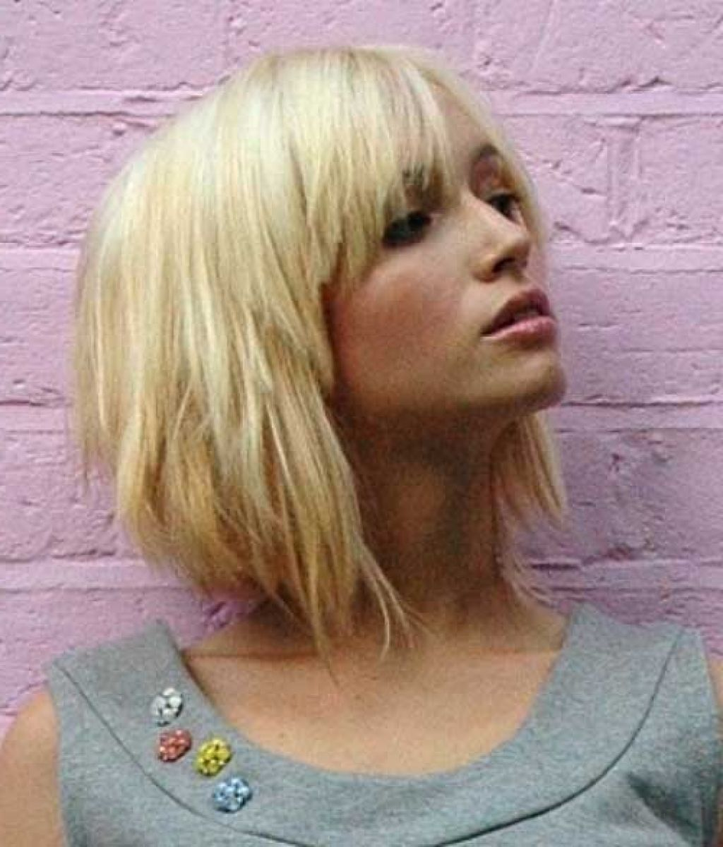 Mid Length Choppy Bob With Fringe Top 10 Hottest Trending Short Choppy Hairstyles With Bangs Hair Styles Medium Hair Styles Choppy Bob Hairstyles With Bangs