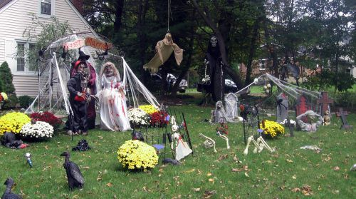 Awesome Halloween yard decorations  theCHIVE Party Theme
