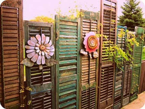 Brise Vue Avec De Vieilles Persiennes Bricolage Cloture Cloture Jardin Design De Cloture