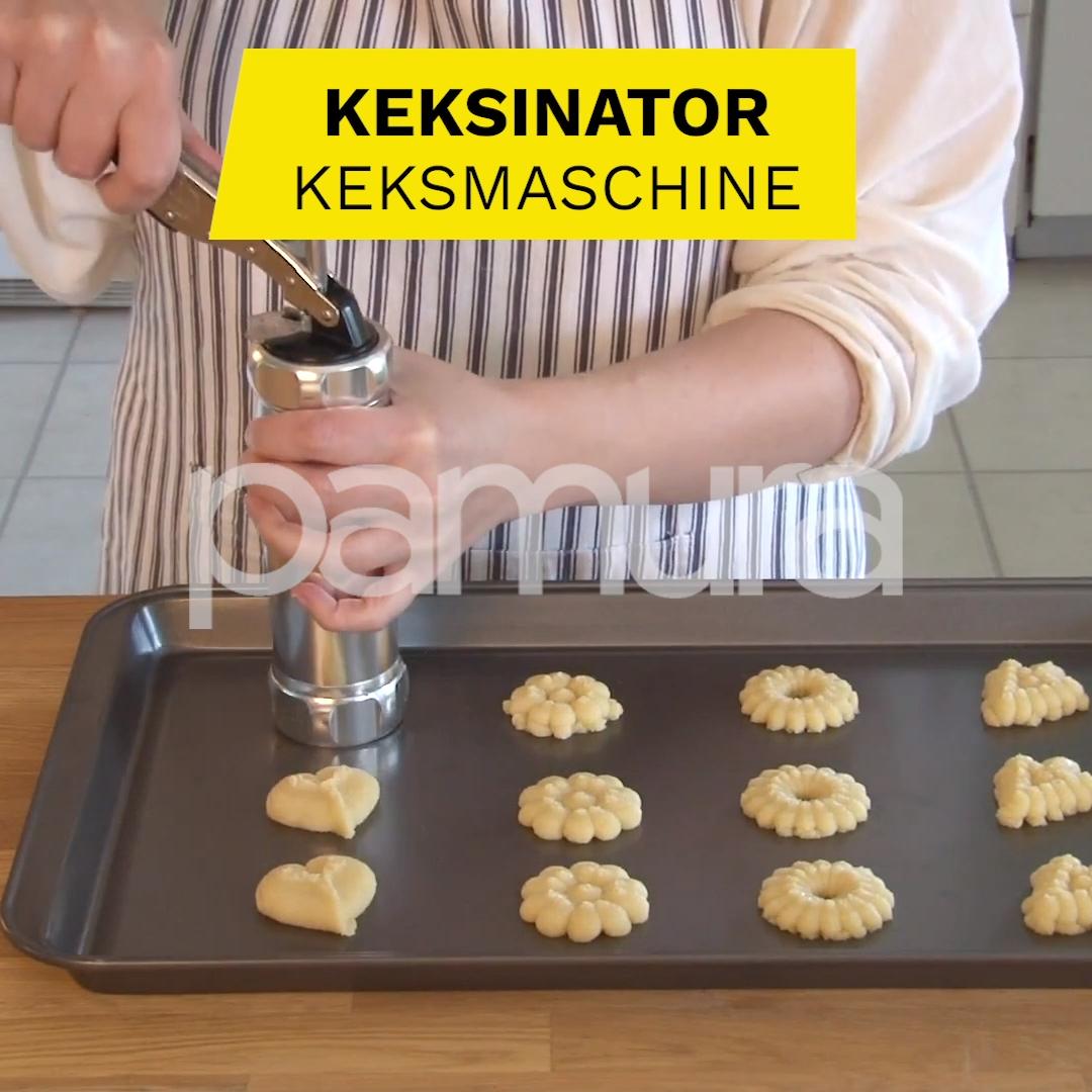 Auf die Plätzchen, fertig, los! 🍪😄 Mit dem KEKSINATOR backst du blitzschnell viele Kekse! ➡️ deal.pamura.com/keksinator  ✔️ schöne gleichförmige Ergebnisse ✔️ leicht zu bedienen ✔️ geht schnell  Leg los mit deiner Plätzchen Produktion! 🍪🤗
