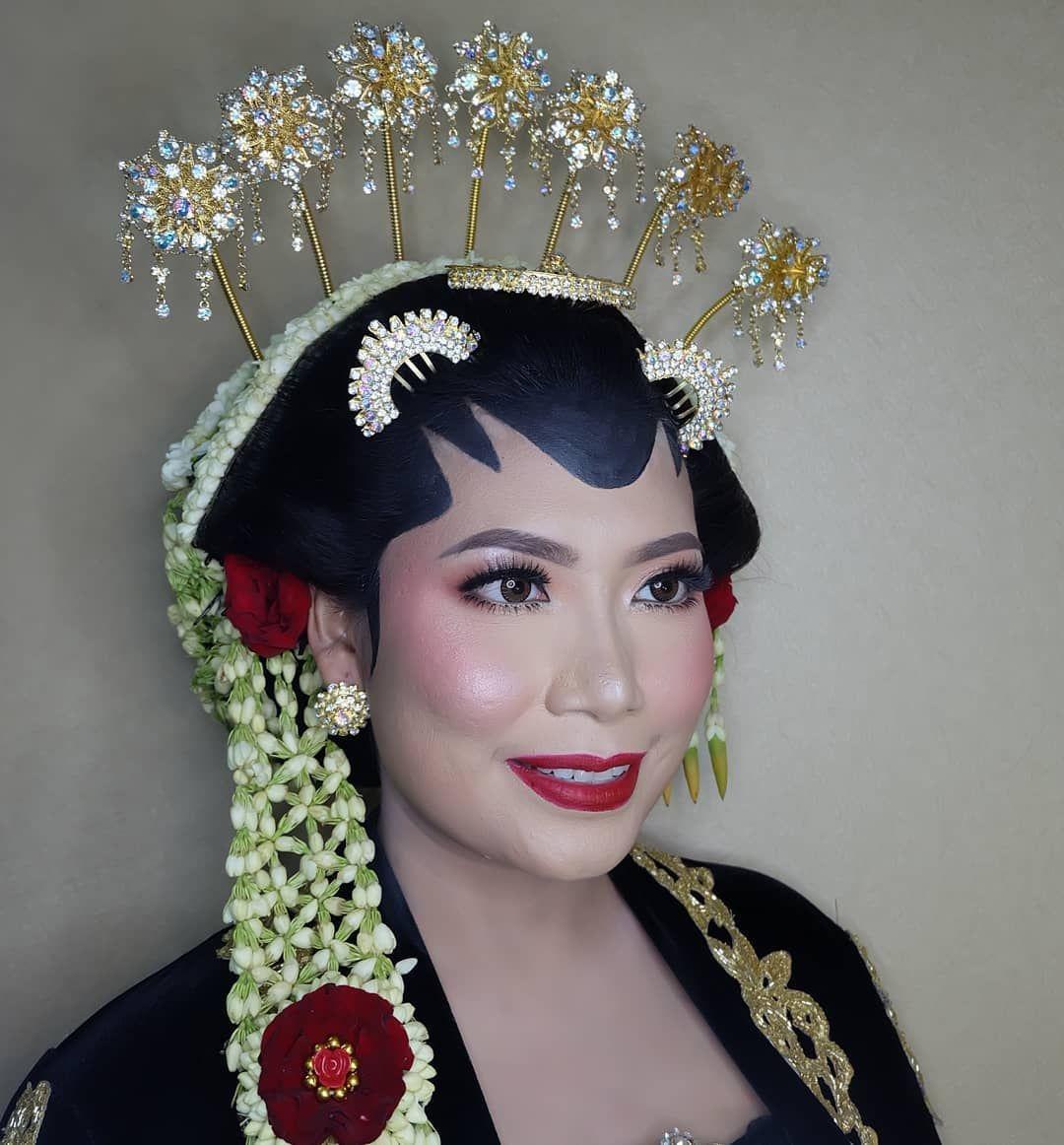 Ready For Resepsi Super Super Latepost Adat Solo Putri Flawless Makeup By Me Sandrazulfakar Wedding Service Talitha Id Hair Do Paes Imma Hai Resepsi