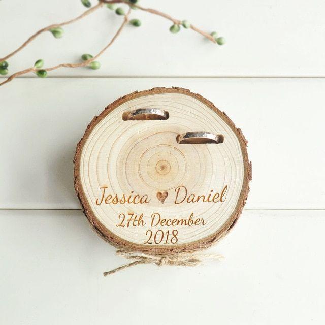 US $ 9.99 | Regalos de boda personalizados Caja de portador de anillo Soporte de anillo personalizado Caja de anillo de rebanada de madera natural para decoraciones de bricolaje de fiesta de bricolaje de hogar y jardín en AliExpress