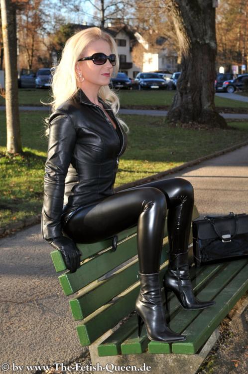 Jelena unikat sexy blonde in latex leggings - 4 3