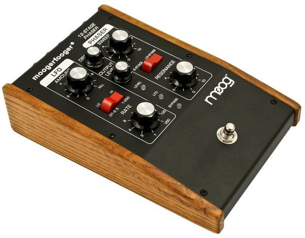 moog mf103 12 stage phaser moogerfooger guitar pedal eshp 2040 guitar pedals guitar effects. Black Bedroom Furniture Sets. Home Design Ideas
