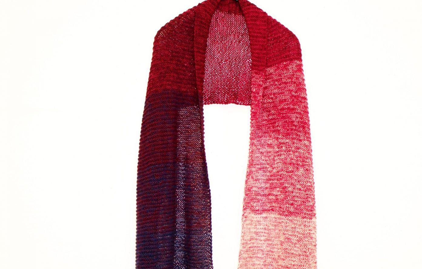 Ein federleichtes Vergnügen verspricht dieser Strick-Schal aus einem ...