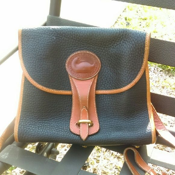 DOONEY & BURKE CROSSBODY Nice purse very clean, authentic. Very gorgeous. Adjustable strap. The inside is like new. Dooney & Bourke Bags Crossbody Bags