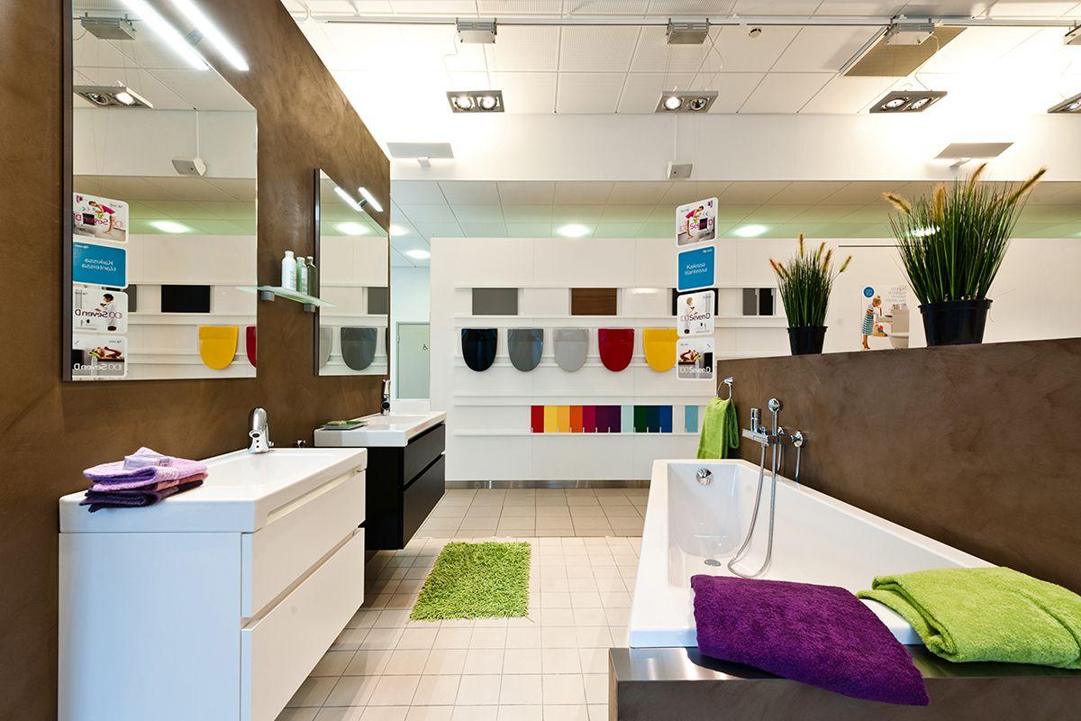 WC-istuimen kansia löytyy eri väreissä. #bathroom #bathroomdesign #interiordesign #homespa #scandinaviandesign #bathroomideas #bathroomsink #interiordecoration #toilet #sink #finnishdesign #bathroominspiration #ceramics  #bathroomidea #tap #washbasin #fauset #sanitary #porcelain #interiorideas #shower #showerhead #toiletseat #exhibition #modern