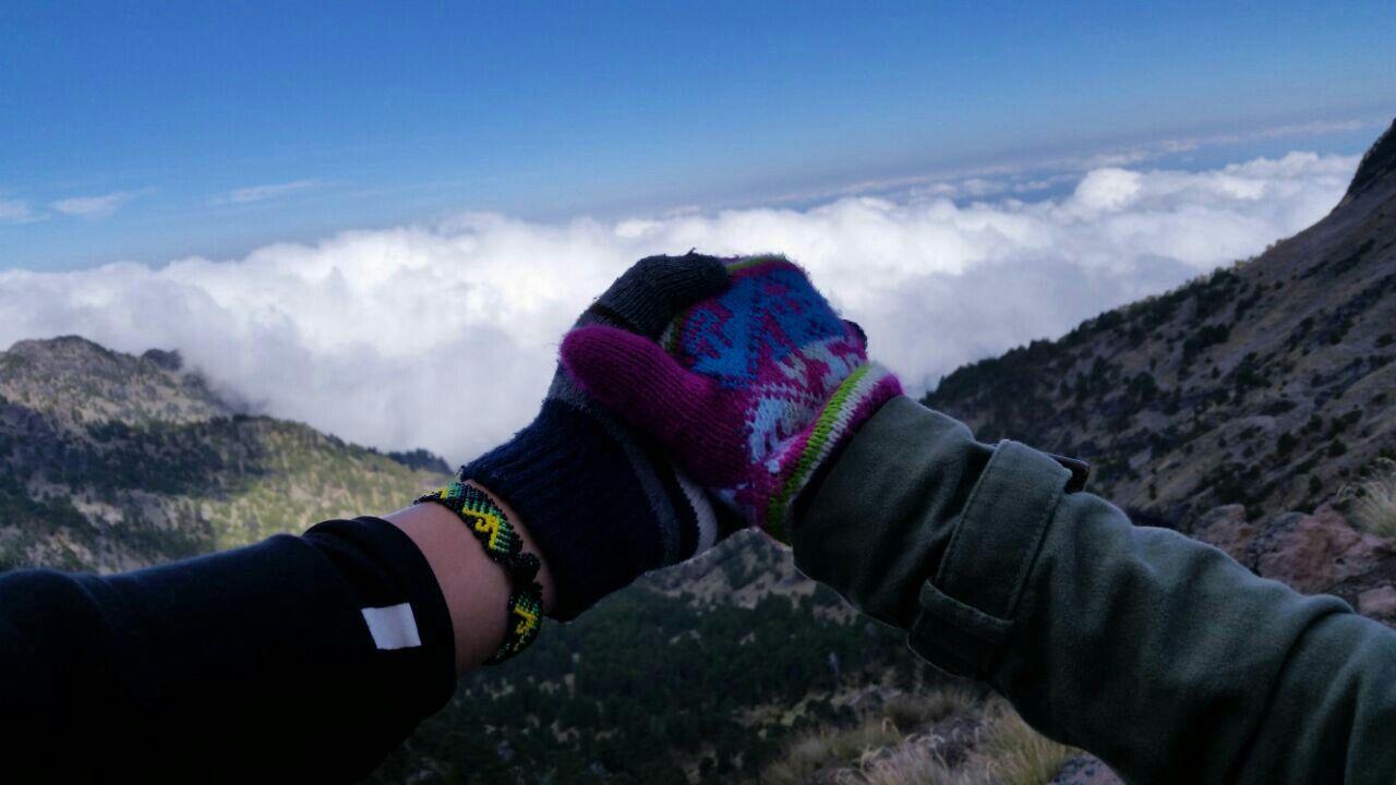 manos, vida, hippy, amor,   vida hippy y deporte al aire libre, campo, volcán.