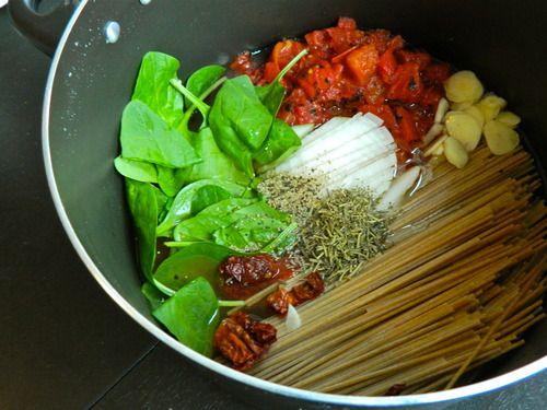 One-Pot Tomato Pasta | The Collegiate Vegan