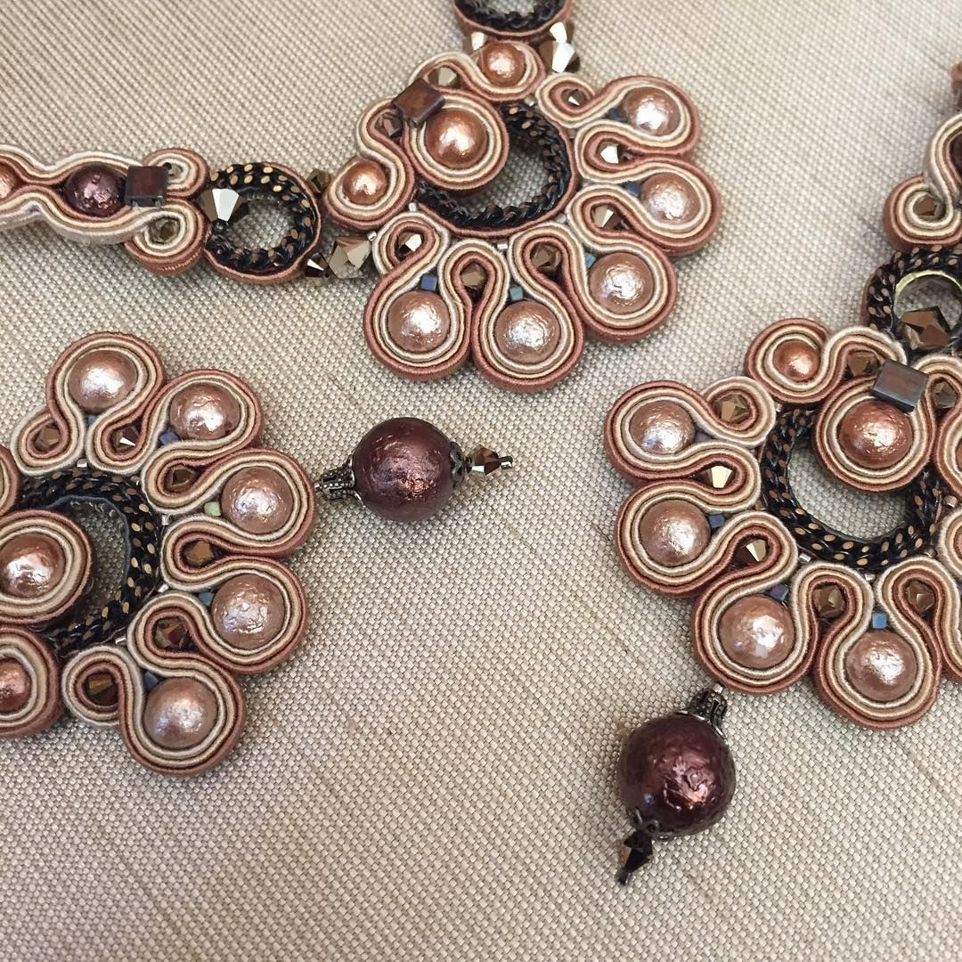 Chocolate and caramel pearly necklace and earrings by Dori. #doricsengeri #chocolate #caramel #swarovskipearls #swarovski #handmade #accessories #jewelry #necklace #earrings #statement #brown