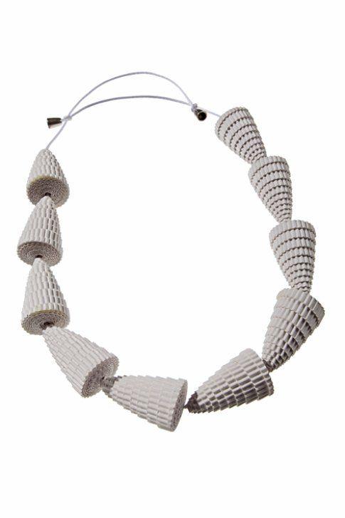 Mi sono imbattuta per caso nei gioielli di angela simone for Design di gioielli