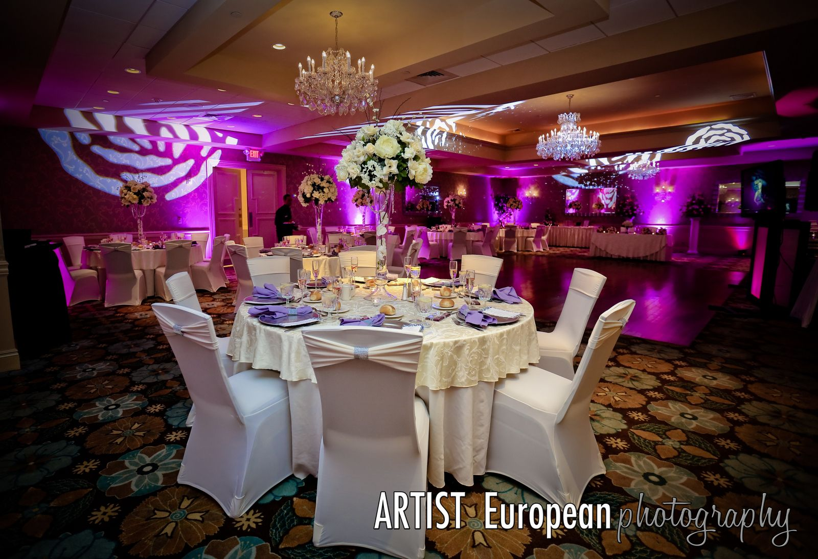 The Emerald Ballroom at the Radisson Freehold is the perfect wedding venue  for couples who want a more inmate recept… | Perfect wedding venue, Ballroom,  Nj weddings