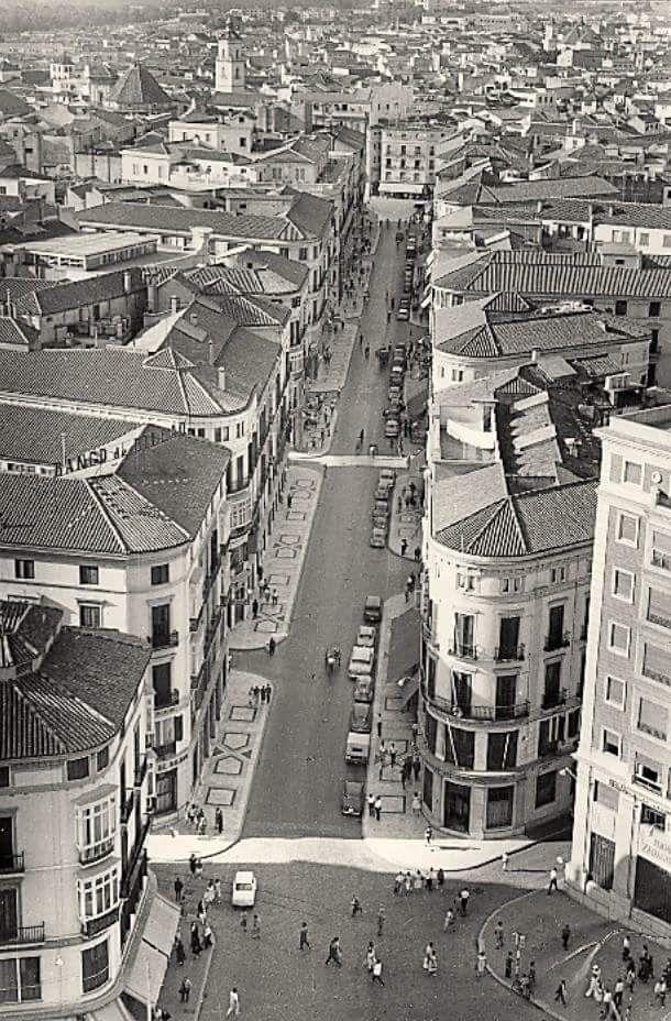M laga vista a rea de la calle marqu s de larios a os 60 s malaga antigua pinterest - Fotografia aerea malaga ...