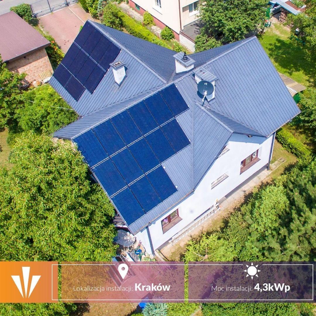 W Grodzie Krola Kraka Rowniez Decyduja Sie Na Nasze Instalacje Eko Jest W Modzie Poland Polska Crac Roof Solar Panel Krakow Outdoor Decor
