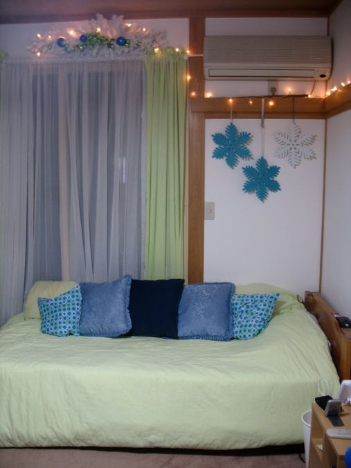 Lime green and blue Christmas decorating ideas for teen ...