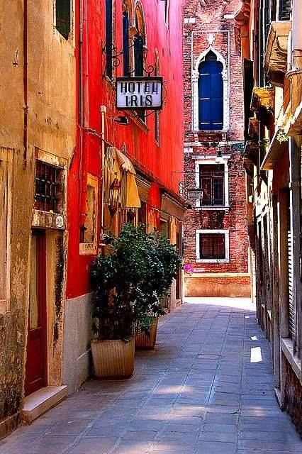 Venice, Italy (posted by Christina via Italy Art & Architecture)