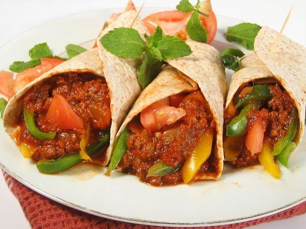 Ingredientes: Tortillas de maíz o trigo Lechuga Queso rallado ...