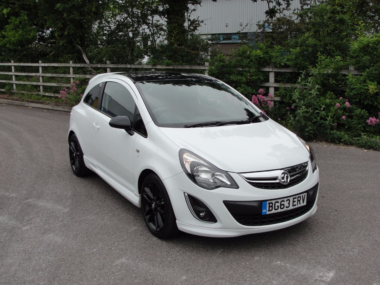 Vauxhall corsa 1 2 limited edition 3dr hatchback petrol white