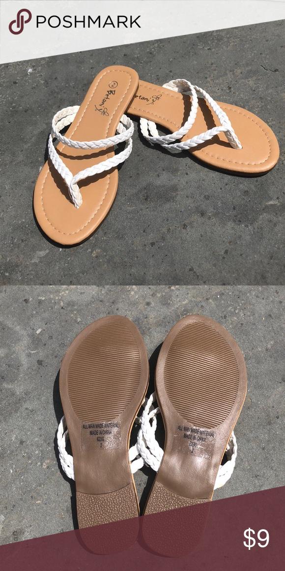 NWOT Girls flip flop sandals A dressier sandal for summer
