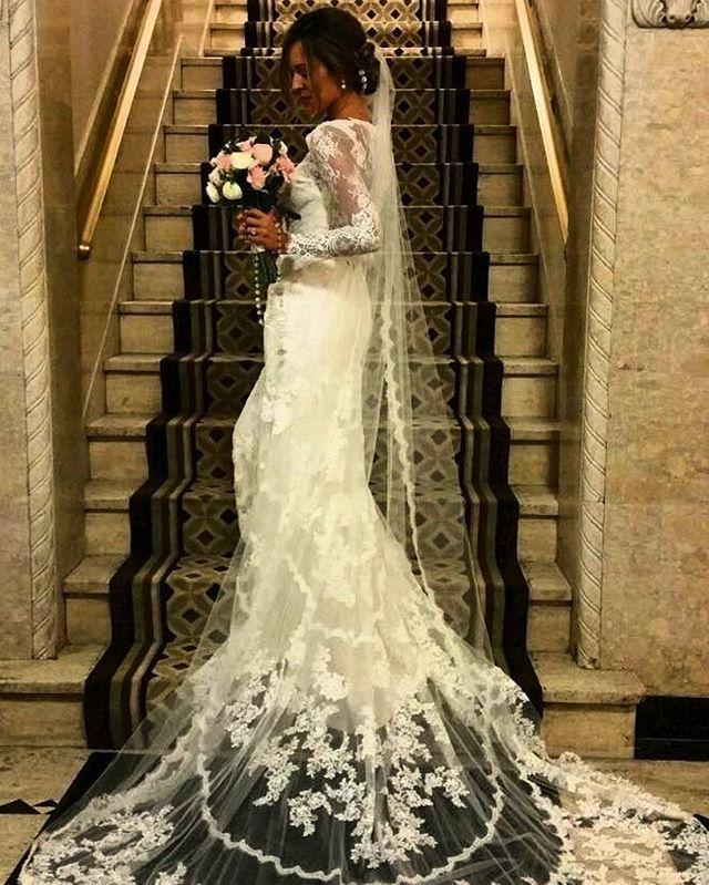 Uauuuu, lá vem a noiva!!! Noivinhas queridas aproveitem essa bela inspiração para já começarem a sonhar com o dia mais feliz de suas vidas. Vestido deslubrante by @missstellayork e noiva muito iluminada @gabizanoti. #receitadnoiva #noiva #noivado #noivafit #noivafeliz #bride #noivas2017 #noivadoano #love #fitbride #noivas2016 #noivalinda #casamento #amor #nutrição #weddingday #errejota #patynutri #nutri_nataliadiniz #health #casamentoblindado #inesquecivelcasamento