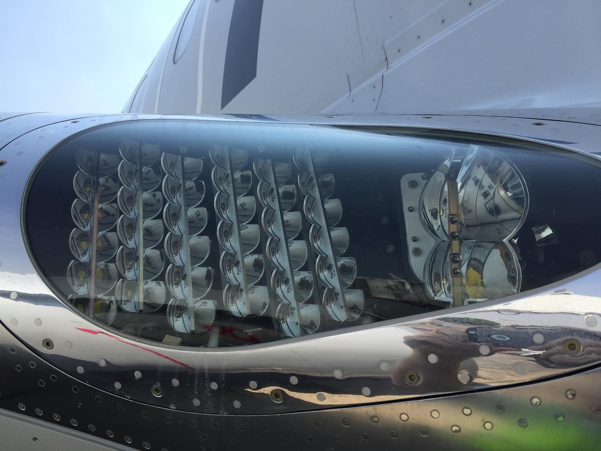 New LED landing lights | Boeing/Douglas/McDonnell Douglas | Aircraft