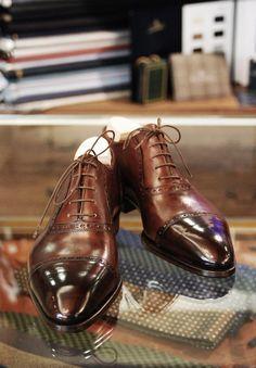 Men's fashion: Shiny shoes, ready for blues....