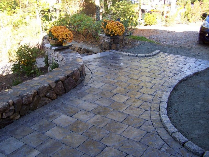 Paver patio walkway raised edge for around bay windows for Paver patio ideas pictures