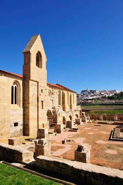 Coimbra La Bella Del Norte De Portugal Monasterio Gótico De Santa Cala A Velha De Coimbra Revistas De Viajes Destinos Viajes Portugal