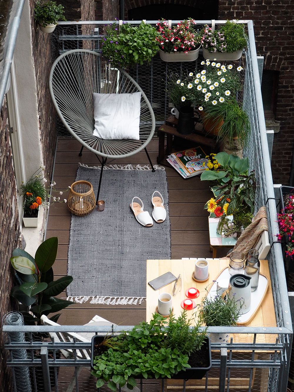 Beautiful small terrace gardens - The Great Outdoors Small Space Style 10 Beautiful Tiny Balconies