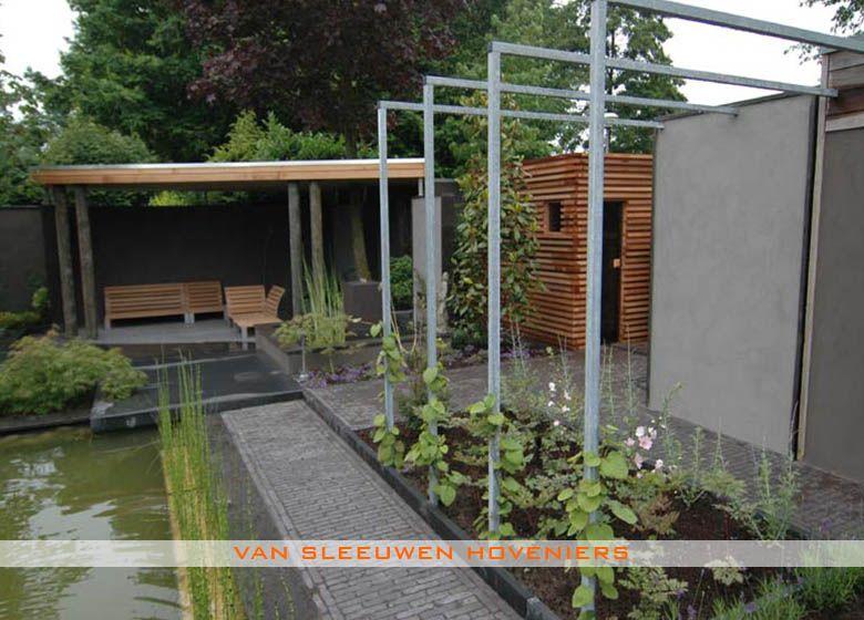 Tuin met sauna en buitendouche ontwerp & aanleg door van sleeuwen