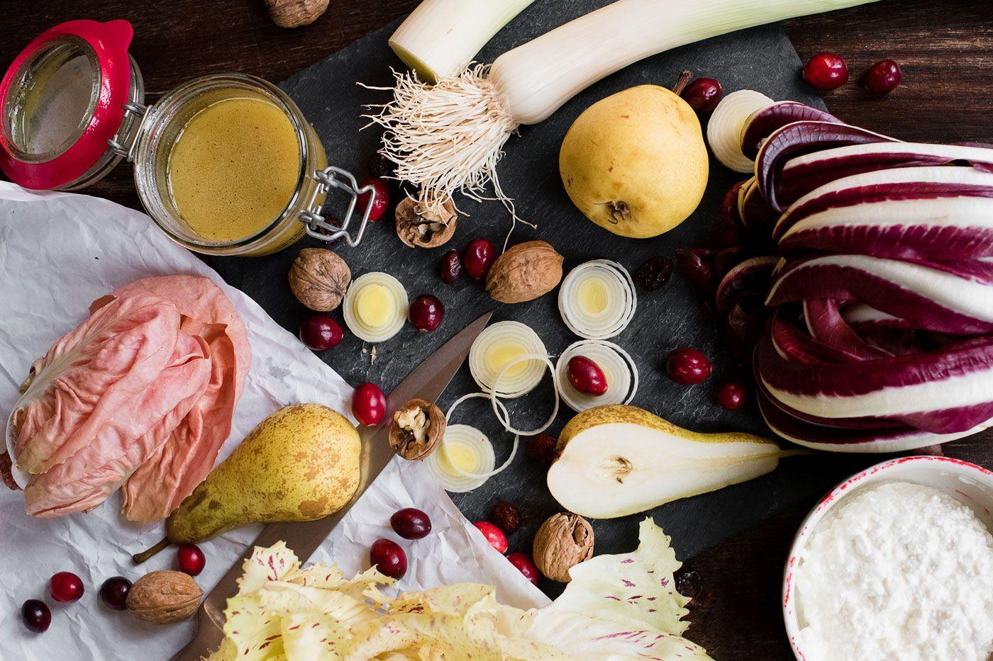 Food: Radicchio Salad with Cranberries   Mood For Style - Fashion, Food, Beauty & Lifestyleblog   Rezept für einen Wintersalat mit verschiedenen Radicchio-Blättern, Birne, Cranberrys, Lauch, Walnüssen und Hüttenkäse.