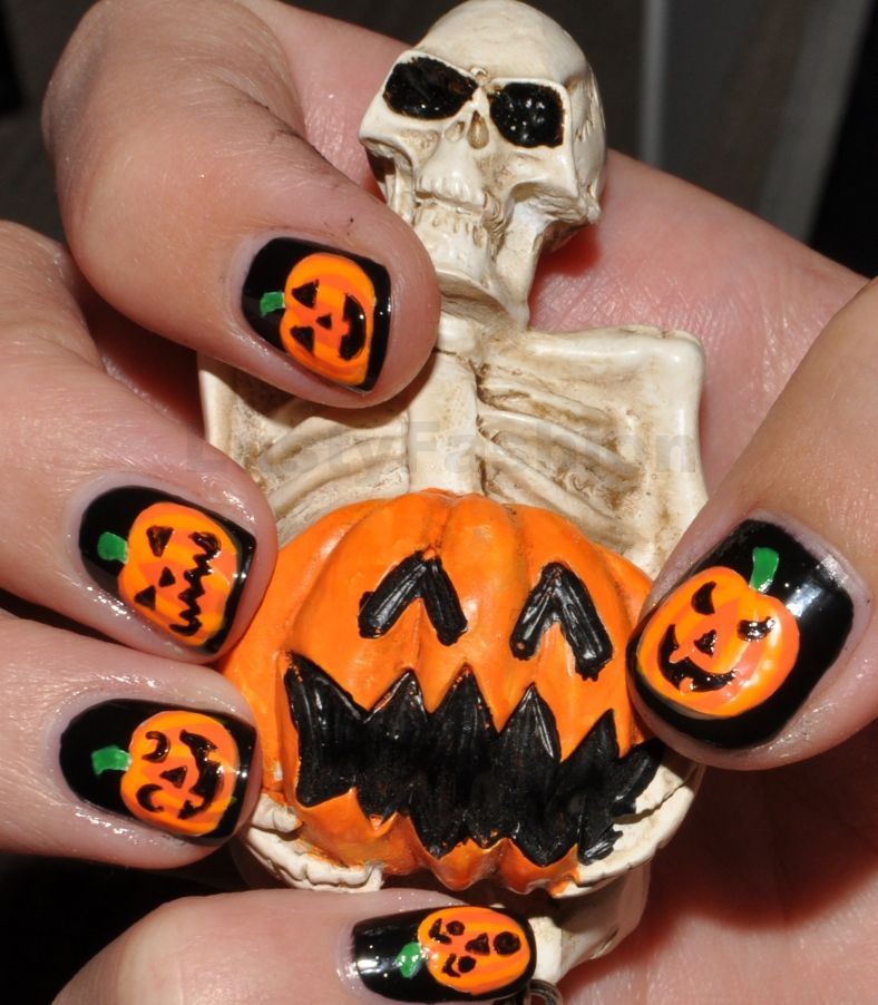 Halloween pumpkins gel nail art | Pumpkin nail art ...