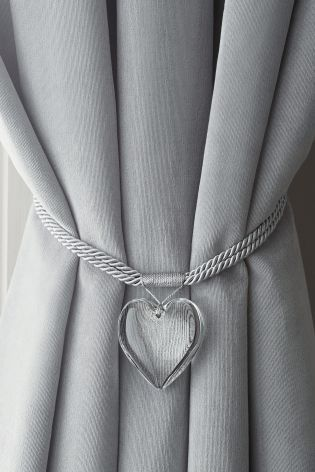 Who Knew A Tie Back Could Be So Gorgeous This Heart Shaped One Is