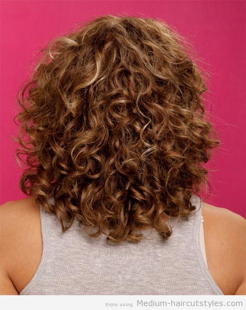 Medium Curly Hairstyles For Round Faces 3 Medium Curly Hairstyles Medium Hairstyles Hair 2015 Curly Hair Styles Long Hair Styles Medium Curly Hair Styles