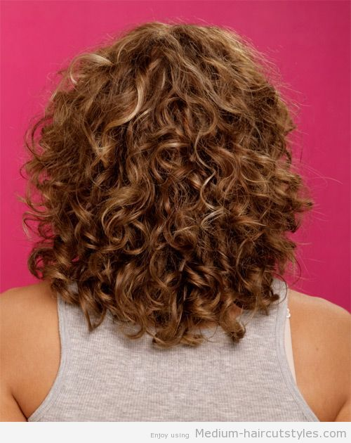 Medium Curly Hairstyles For Round Faces 3 Penteados Encaracoladas Comprimentos De Cabelo Coques De Cabelo